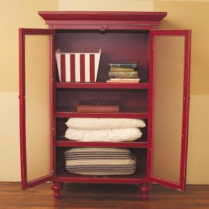 armoire red